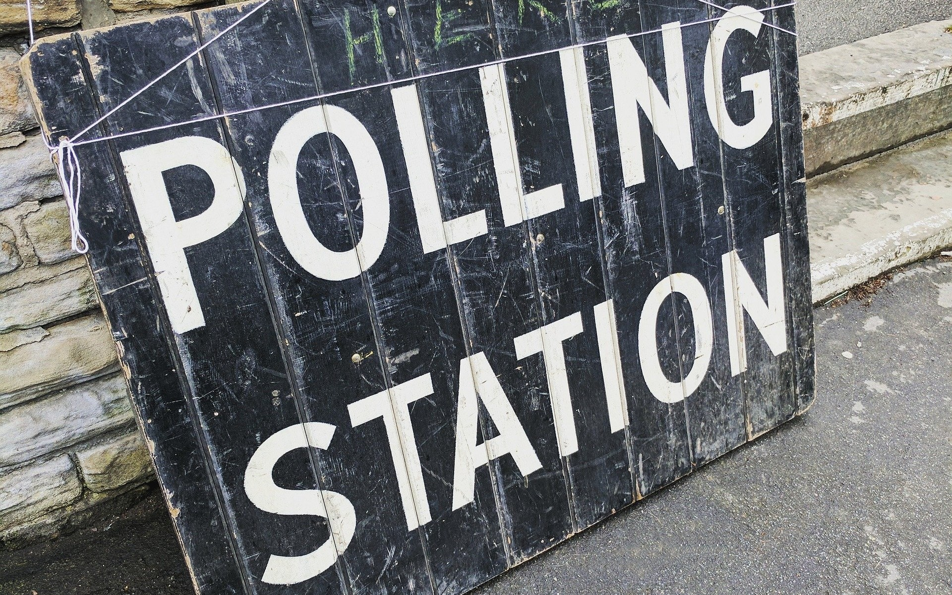 polling-station-2643466_1920 (1)